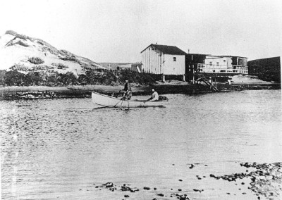 1890s PdR Lagoon Squatters shacks and a rowboat