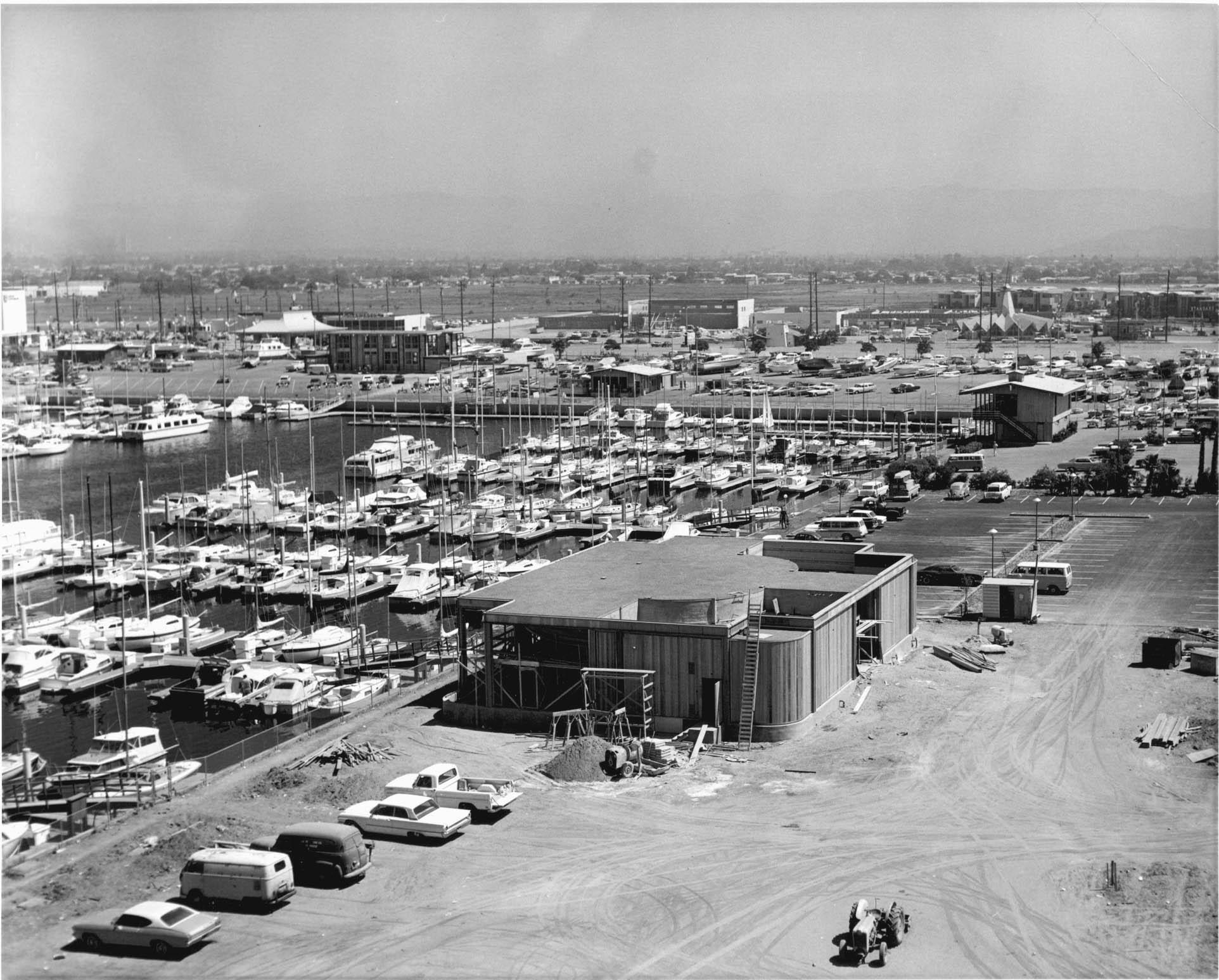 hm127bw-1964-construction-cyranos-restaurant-aerial