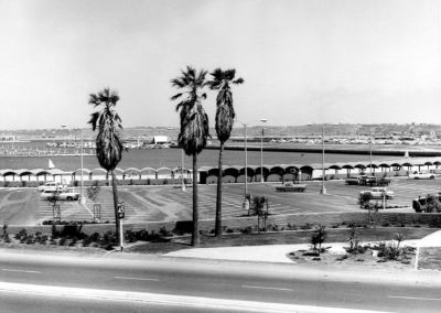 hm264bw-admiralty-marina-beach-parking-lot1967