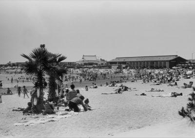 hm278bw-marinamothers-beach-19721