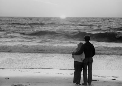 hmgw271-couple-sunset-on-beach-73