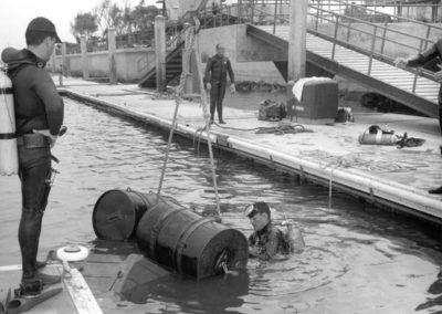 sheriffs-dive-team-practice-oil-drums-1967-hm167bw-edited