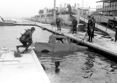 sheriffs-dive-team-with-car-1967-hm168bw-edited