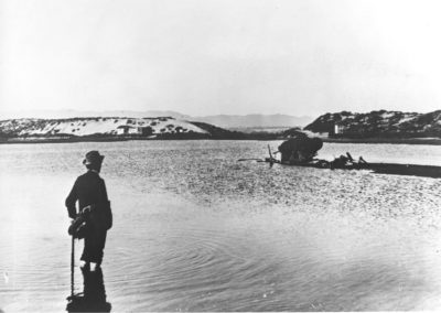 hp104bw-1890s-pdr-lagoon-lone-man-wading