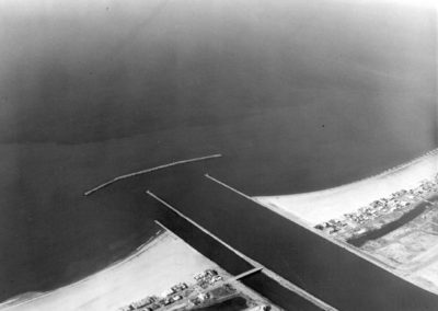 hm083bw-aerial-of-new-breakwater-july-1964-edited