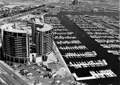 hm133bw-marina-city-west-tower-promenade-1972-aerial