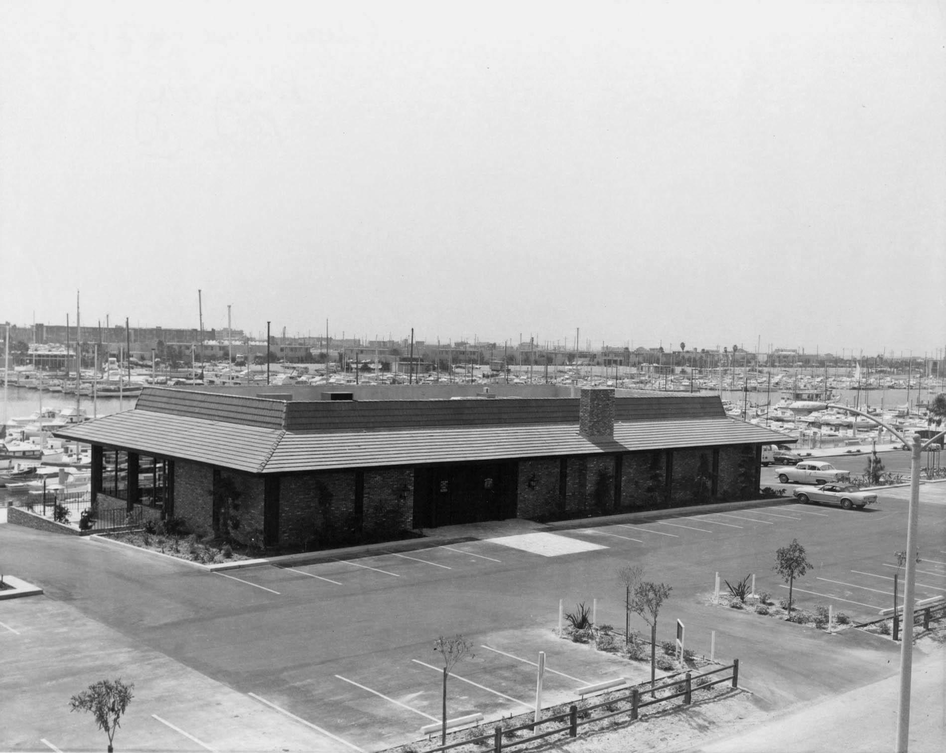 hm235bw-charthouse-restaurant-panay-wayc-basin-1967