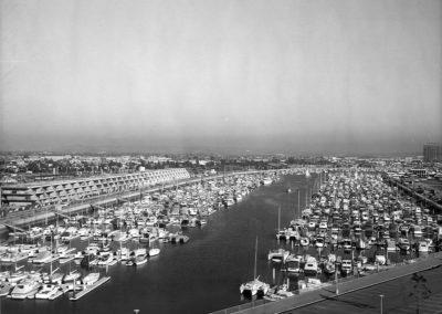 hm269bw-aerial-of-mcc-promenade-1972