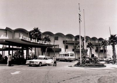 hmgw254bw-6-25-73-mdr-hotel-entrance