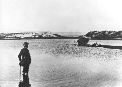 hp104bw-1890s-pdr-lagoon-lone-man-wading