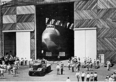 hpv017-spruce-goose-exiting-hanger-1944