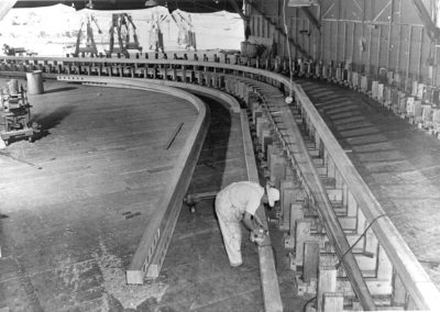 hpv022-spruce-goose-hanger-interior-and-worker