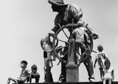 helmsman-statue-kids-seagull-hmgw265bw-edited
