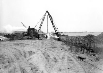 rig-driving-piles-for-bulkhead-1961-hm024-edited